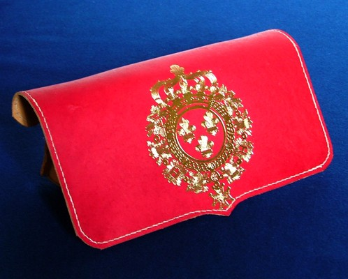 Gargoussier or French belly box – Embossed with royal arms